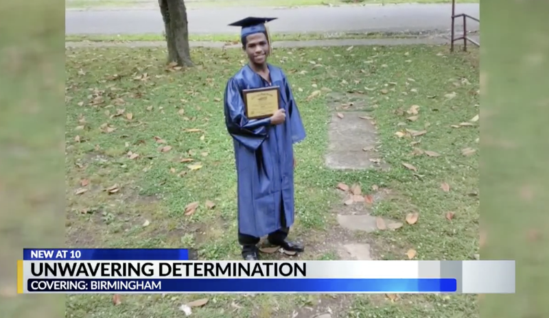 Illustration for article titled Alabama Teen Photographed Walking to Catch the Bus to His Graduation Is Gifted With Brand-New Car