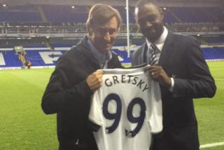 Illustration for article titled Tottenham Honor Wayne Gretzky With Misspelled Jersey