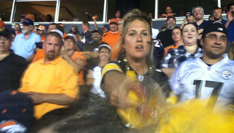 Illustration for article titled This Photo Captures The Moment A Pissed-Off Steelers Fan Threw Her Beer On The Photographer After Tracy Porter's Game-Ending INT