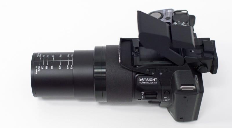 Illustration for article titled Olympus integra punto de mira a la SP-100, su nueva cámara super-zoom