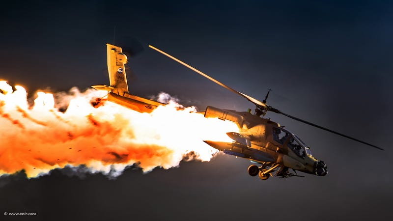 Illustration for article titled Incredibly enough, this helicopter is not going down in flames