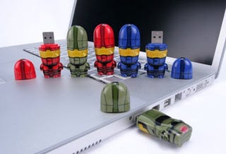 Illustration for article titled Halo Master Chief Mimobot Thumb Drives (Finish the File Transfer)
