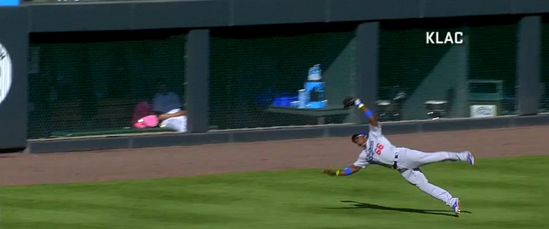 Illustration for article titled Yasiel Puig Misreads Fly Ball, Catches It Anyway, Starts Double Play