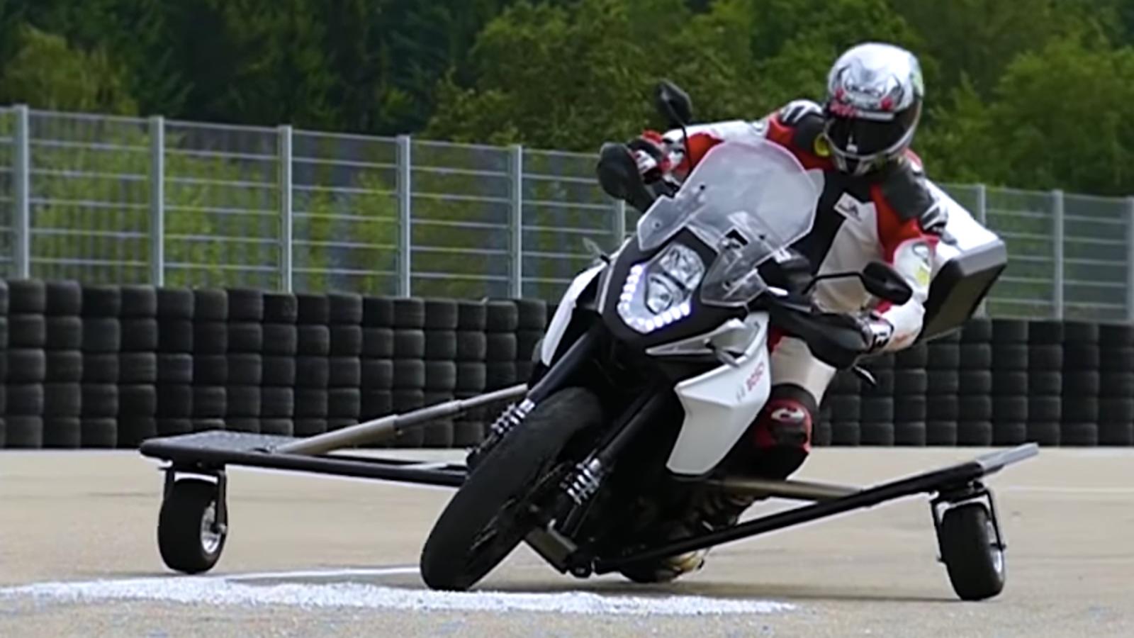 Bosch prueba propulsores espaciales para hacer las motos más seguras y precisas