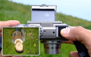 Illustration for article titled Etsumi Display Mirror Allows Compact Camera Photos at Extreme Angles