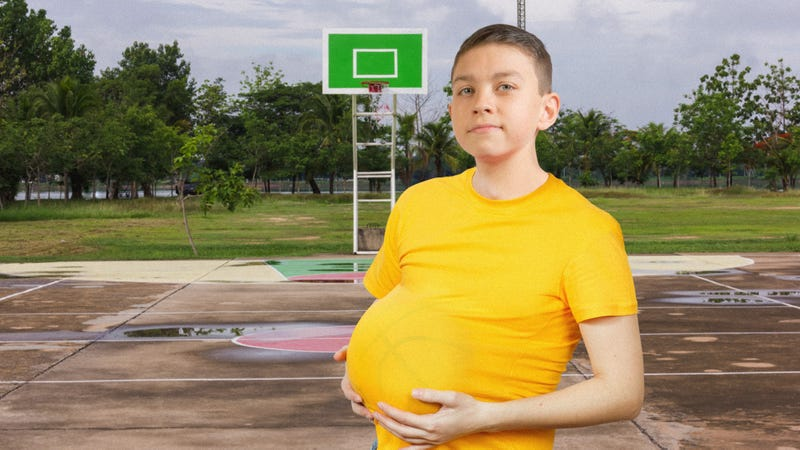 Illustration for article titled Beautiful: This Boy Put The Basketball Under His Shirt And Now He Is Pregnant With The Basketball