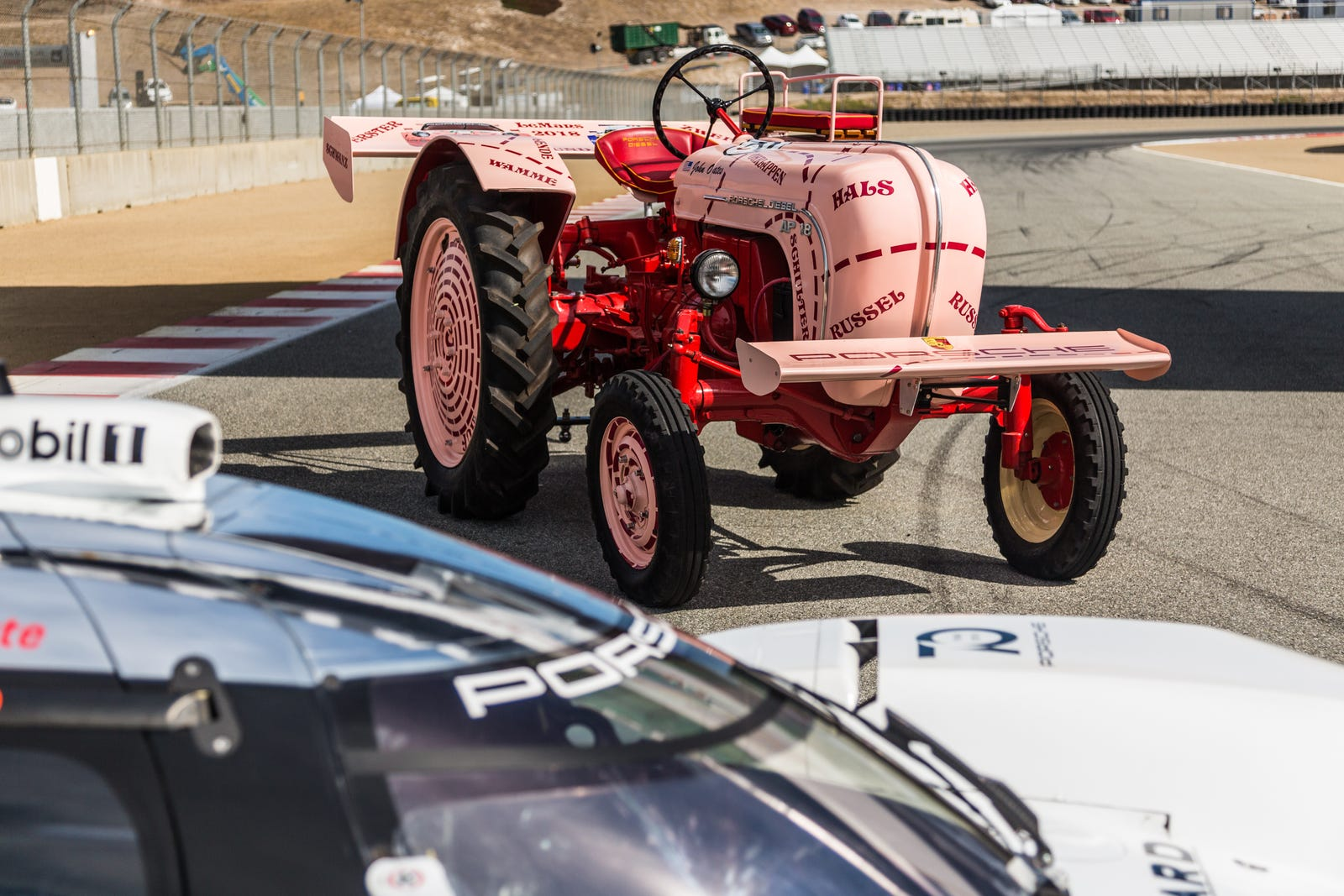6ce439609c Ils bougent. Ils font du bruit. Ils sont ici pour partager toute  l'expérience de Porsche avec le monde, quel qu'il soit.