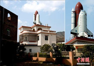 Illustration for article titled Chinese Man Builds a Space Shuttle Replica on His Roof