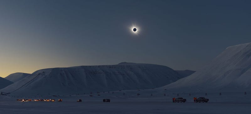 Illustration for article titled A Total Solar Eclipse Makes the Arctic Look Like an Alien World