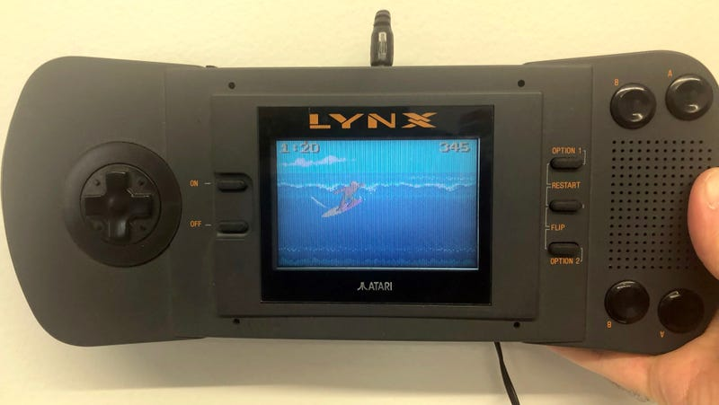 Illustration for article titled Decades After I Last Turned It On, My Atari Lynx Still Works