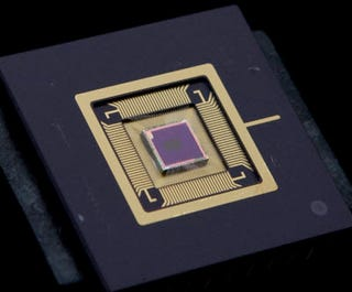Illustration for article titled Cameraphone Photo Quality Set To Improve With InVisage's QuantumFilm Chips