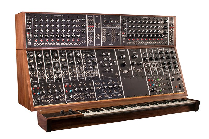 Illustration for article titled Moog's Gigantic Modular Synthesizers Are Getting a New Lease on Life