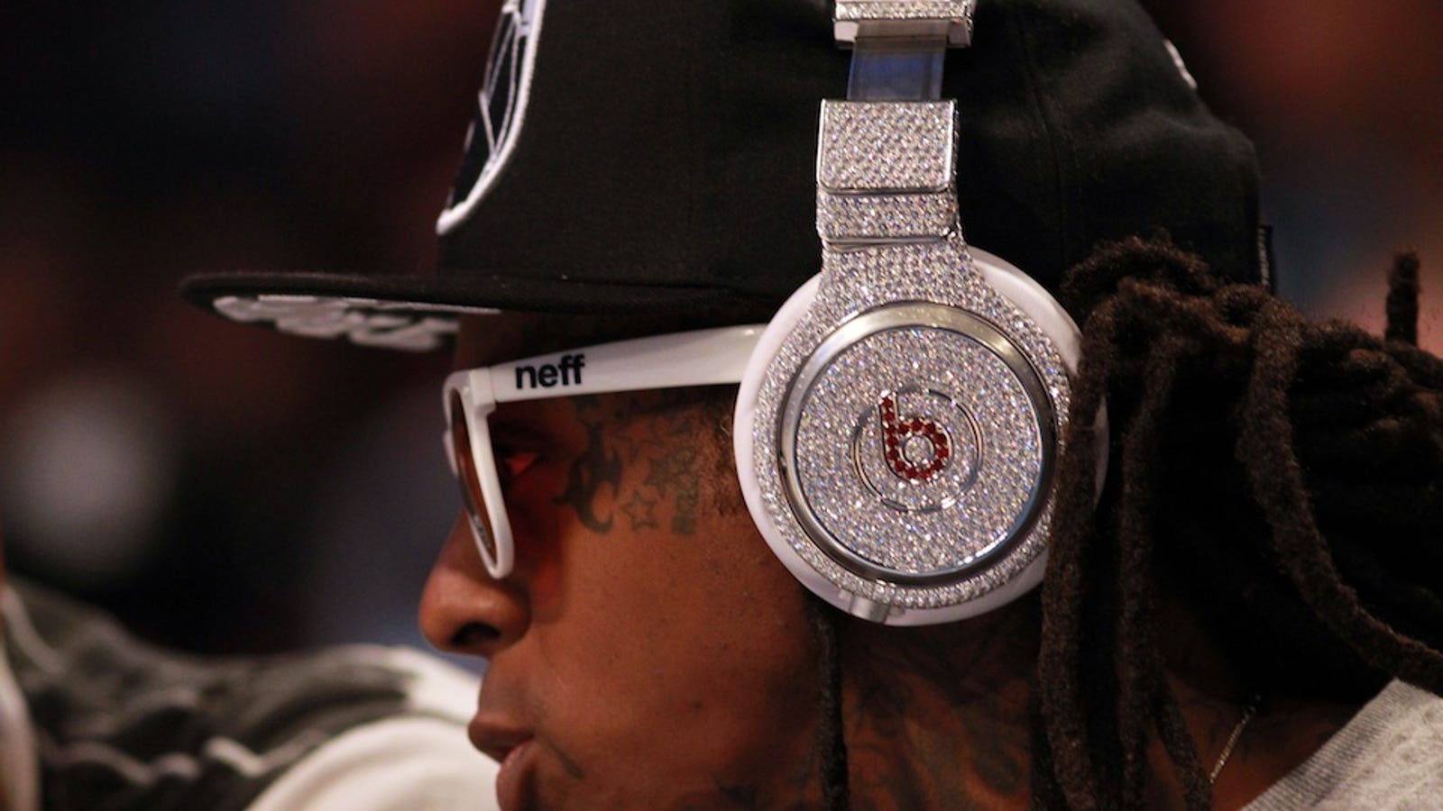 bluetooth earbuds 2pcs white - Lil Wayne Wearing $1 Million Beats by Dre Headphones Is a Diamond Studded Mess