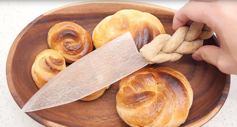 Illustration for article titled Este cuchillo hecho de pan es más duro y afilado que uno hecho de fibra de carbono