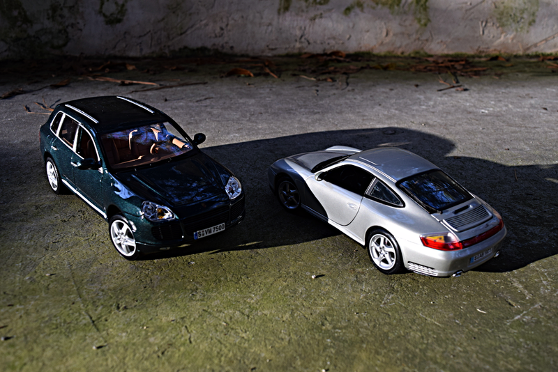 Illustration for article titled 2003 Porsche Cayenne Turbo and 2002 Porsche 911 Carrera 4S by Maisto
