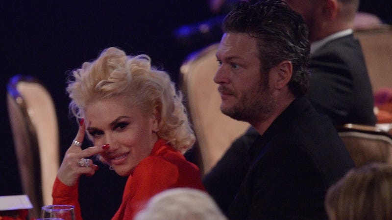 Illustration for article titled Gwen Stefani and Blake Shelton Might Be Paying People to Promote Their Relationship