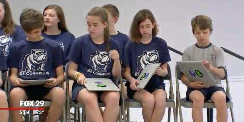 Illustration for article titled Una escuela de EE.UU. obsequia a sus alumnos con escudos antibalas para protegerse de los tiroteos
