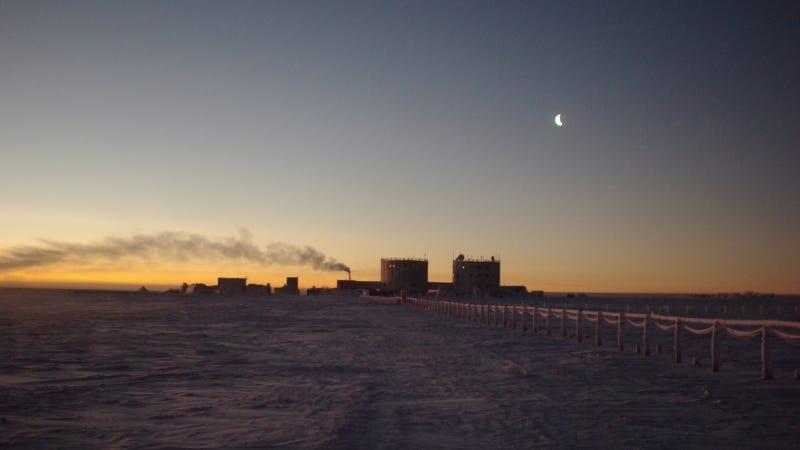 Illustration for article titled El primer amanecer antártico después de meses en la oscuridad