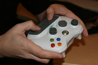 Illustration for article titled Xbox 360 QWERTY Text Input Device in the Flesh