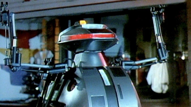 Illustration for article titled The Killer Robots Were Totally Professional on the Set of Cult MovieChopping Mall