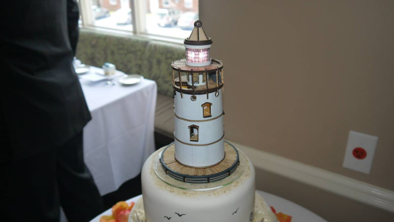 Illustration for article titled Light-Up Bioshock Infinite Lighthouse Cake Topper