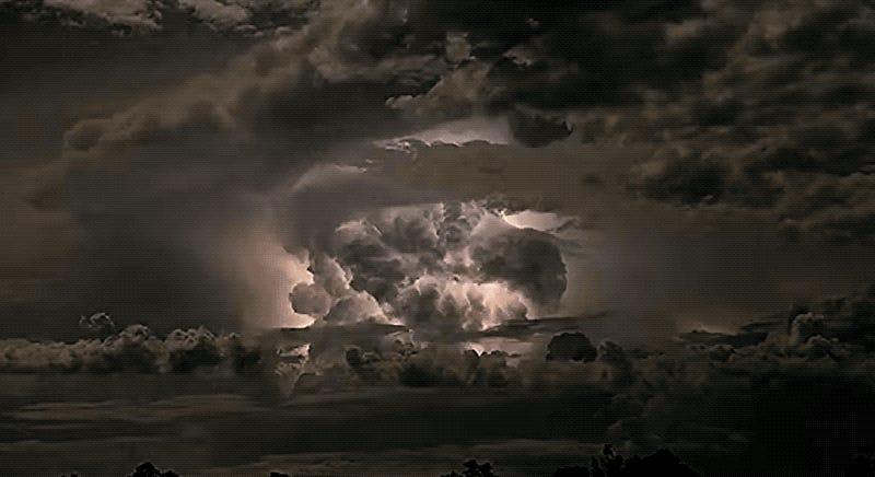 Capta un timelapse de una tormenta eléctrica en Australia tan salvaje que parece una explosión nuclear