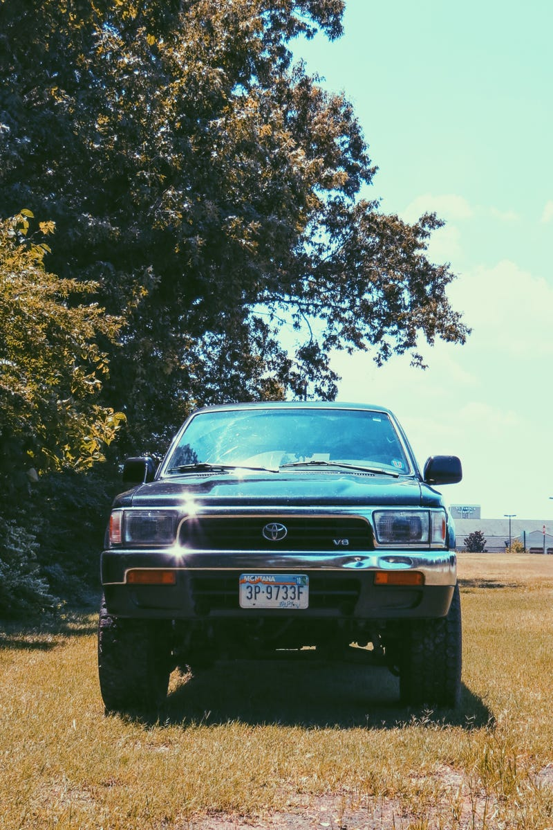 Illustration for article titled Took some artsy-fartsy pictures of the 4Runner today