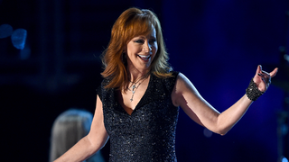 Illustration for article titled Watch Reba McEntire Out-Country Every Country Singer at the ACM Awards