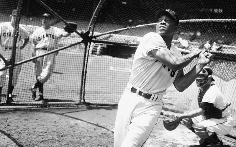 Illustration for article titled Say Hey: 30 Rare And Iconic Photos Of Willie Mays