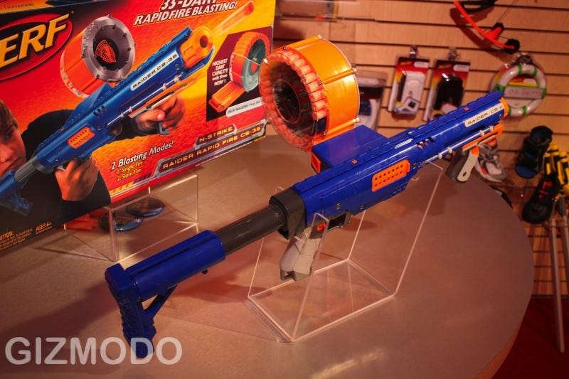 Nerf just can't stop. Last year it was Rambo Jr.'s Vulcan Gatling gun, and  now they've raised the bar again—the CS-35 shoots 35 darts from a rotating  drum ...