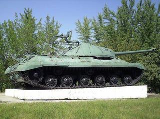 Illustration for article titled Emlékeztek még a háborúba küldött emlékmű tankra? Öltek vele
