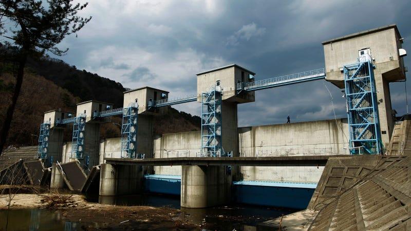 Una compuerta de 15 metros de altura en la prefectura de Iwate, al noreste de Japón. Imagen: AP