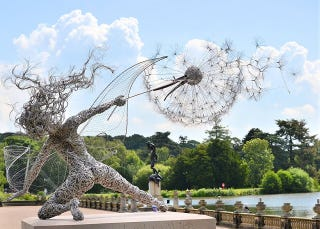 Illustration for article titled The Full Sized Wire Fairy Queen of Trentham Gardens