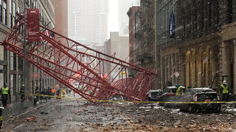 Illustration for article titled A Giant Crane Just Flipped Upside Down and Killed Someone in Downtown Manhattan