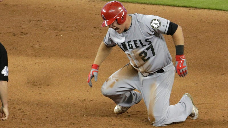 Mike Trout has torn ligament in left thumb, surgery an option