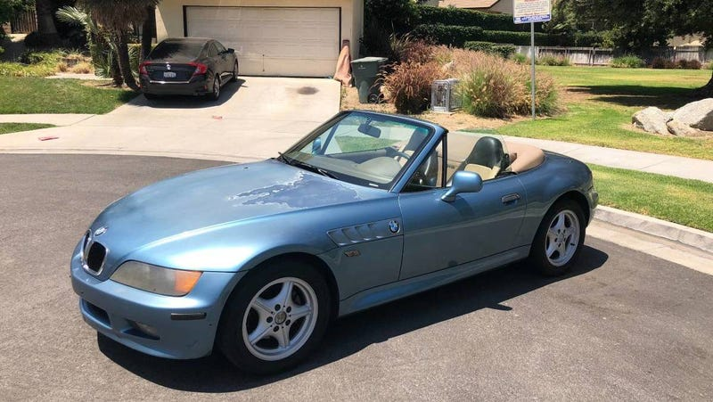 Illustration for article titled At $2,100, Could This 1997 BMW Z3's Price Outweigh Its Problems?