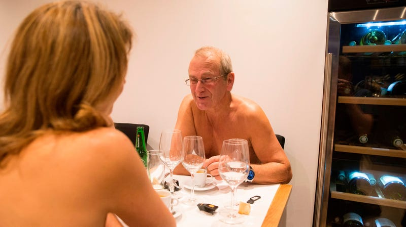Nude Restaurant In Paris Clotheses Citing Lack Of Business