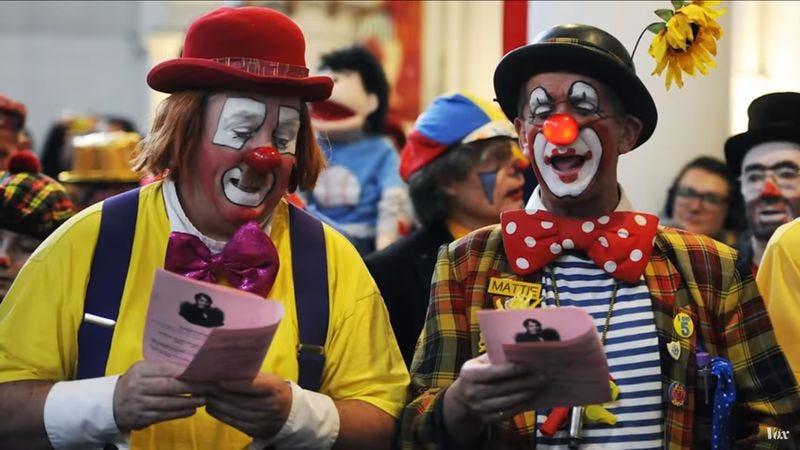 America's Creepy Clown Craze, Explained (Screenshot: YouTube)