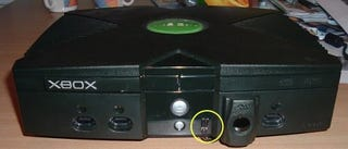 Illustration for article titled Add Remote-Controlled On/Off to Your Original Xbox