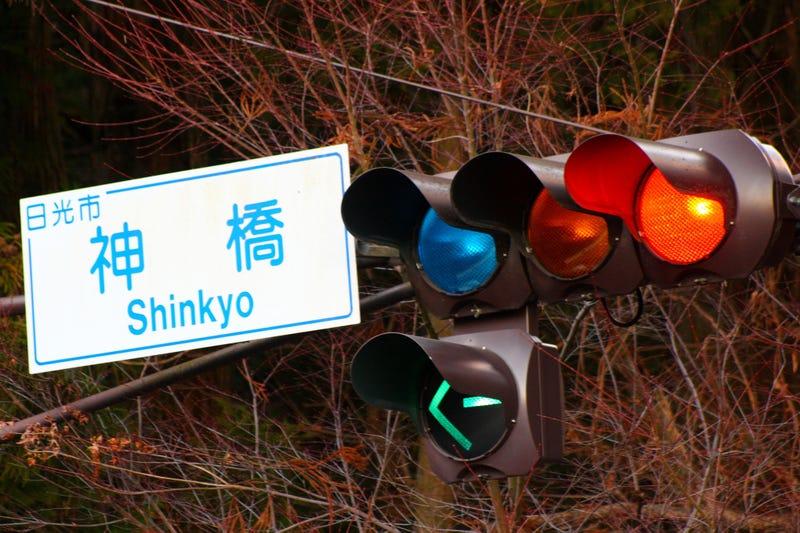 Por qué Japón no tiene luz verde en sus semáforos (y cómo saben cuándo cruzar)