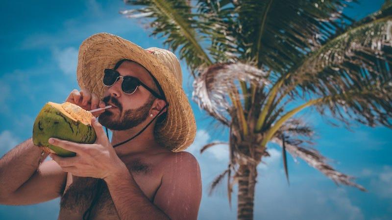Las personas que beben alcohol en verano tienen más posibilidades de quemarse