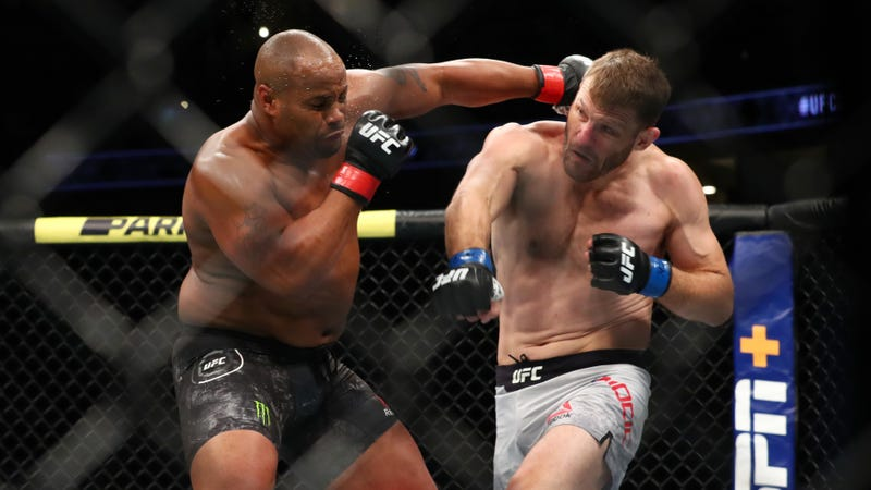Daniel Cormier Didn't Listen To His Corner, And It Cost Him His Title