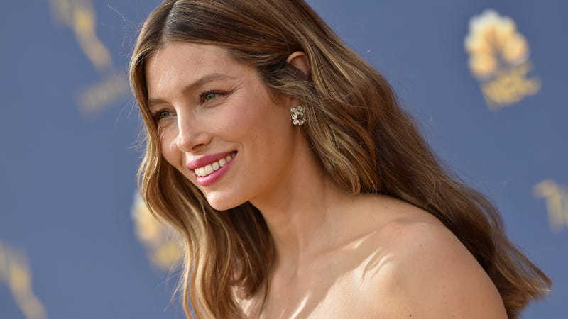 Illustration for article titled Jessica Biel says she's not an anti-wax, she just crush a lot
