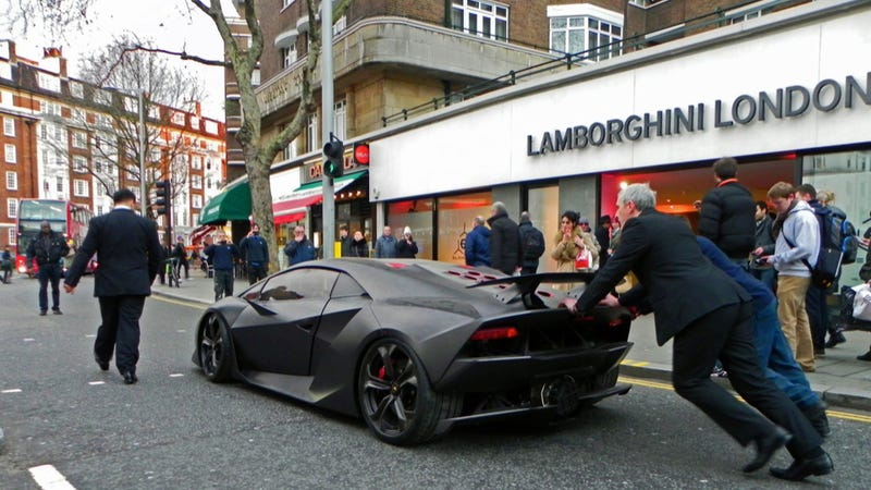 here we see a man pushing lamborghinis lightweight sesto elemento through londons streets looks like typical lamborghini reliability no - Lamborghini Sesto Elemento