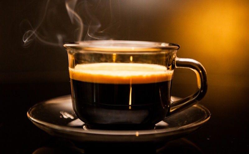 Illustration for article titled Por qué siempre deberías aceptar ese café que te ofrecen durante una entrevista de trabajo