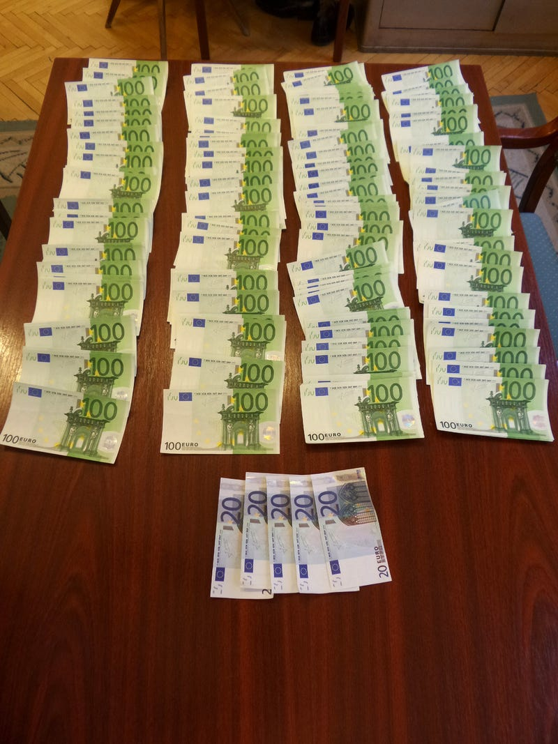 Illustration for article titled Hamis pénzt árult a Keletiben a Fidesz ifjúsági tagozatának elnöke