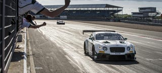 Illustration for article titled This Gigantic Bentley GT3 Car Beat McLaren