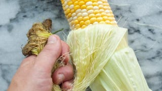 Illustration for article titled Shuck Corn With One Quick Tug to Get Rid of Silk Threads