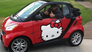 Illustration for article titled This 6-Foot-4, 320-Pound NFL Player Drives A Hello Kitty Convertible Smart Car