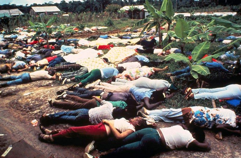 Illustration for article titled Esta anciana se quedó dormida, y cuando despertó tenía 900 cadáveres a su alrededor: la masacre de Jonestown